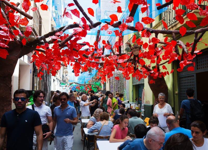 Dekorerade gator av det Gracia området Zootema arkivfoton