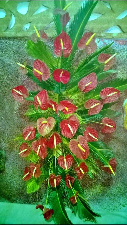 Dekorerade röda blommor arkivfoto