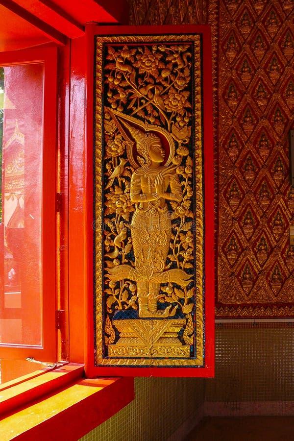Dekorerat fönster av den Burmese templet av Dhammikarama arkivfoto