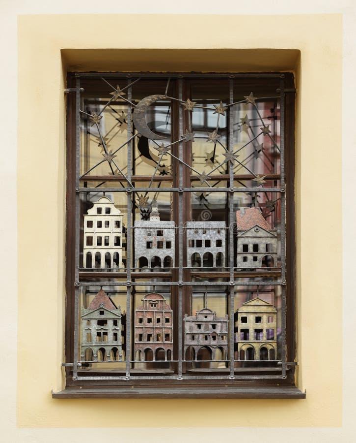 Dekorerat fönster i Cesky Kromlov, tjeck arkivfoton
