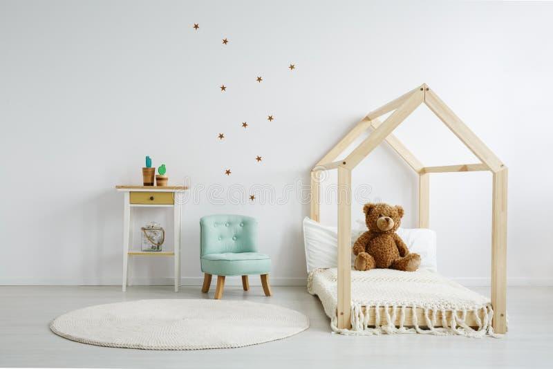 Dekorerat rum för unge` s arkivbilder