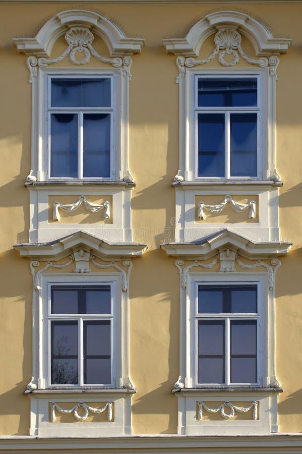 Dekorerat slottfönster fotografering för bildbyråer