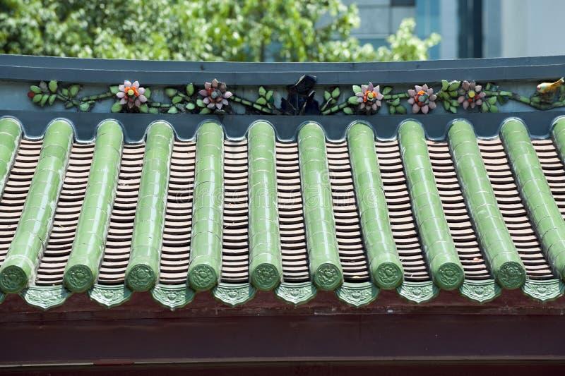 Dekorerat tak av ett kinesiskt tempel royaltyfria foton