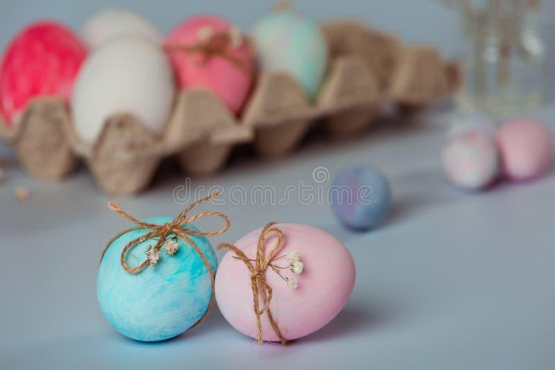 Dekorować jajka Wielkanoc przychodzi wkrótce obrazy royalty free