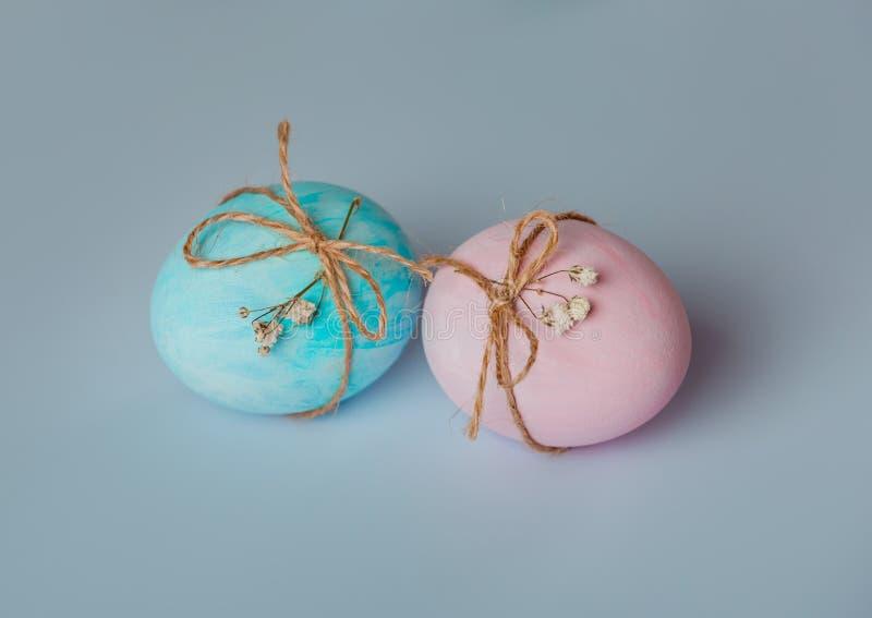 Dekorować jajka Wielkanoc przychodzi wkrótce zdjęcie royalty free