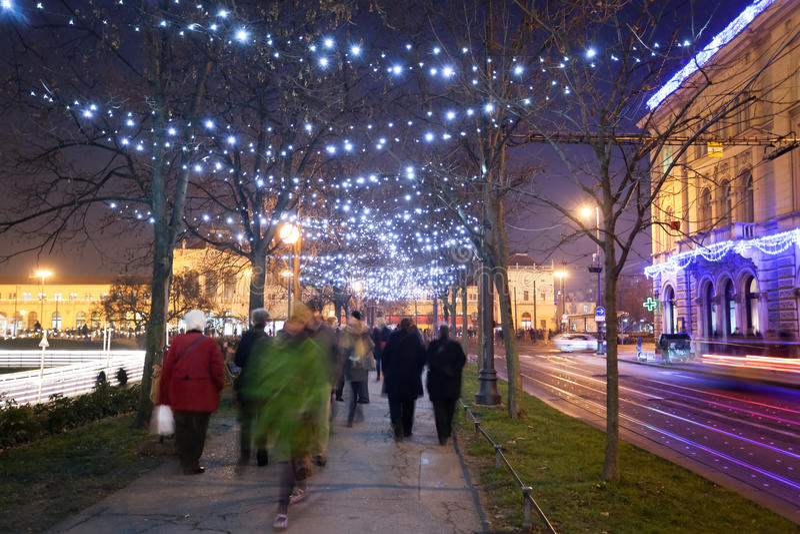 Dekorująca płaskiego drzewa aleja w Zrinjevac obrazy stock
