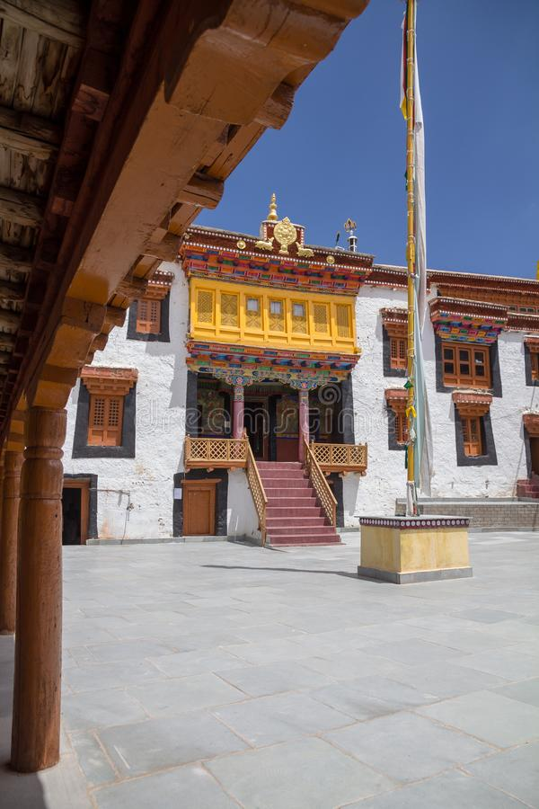 Dekorujący świątynny wejście, Likir monaster, Ladakh Pionowo ima zdjęcie stock