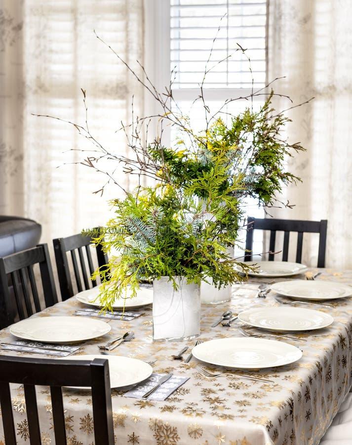 Dekorujący boże narodzenia łomota stół zdjęcie royalty free