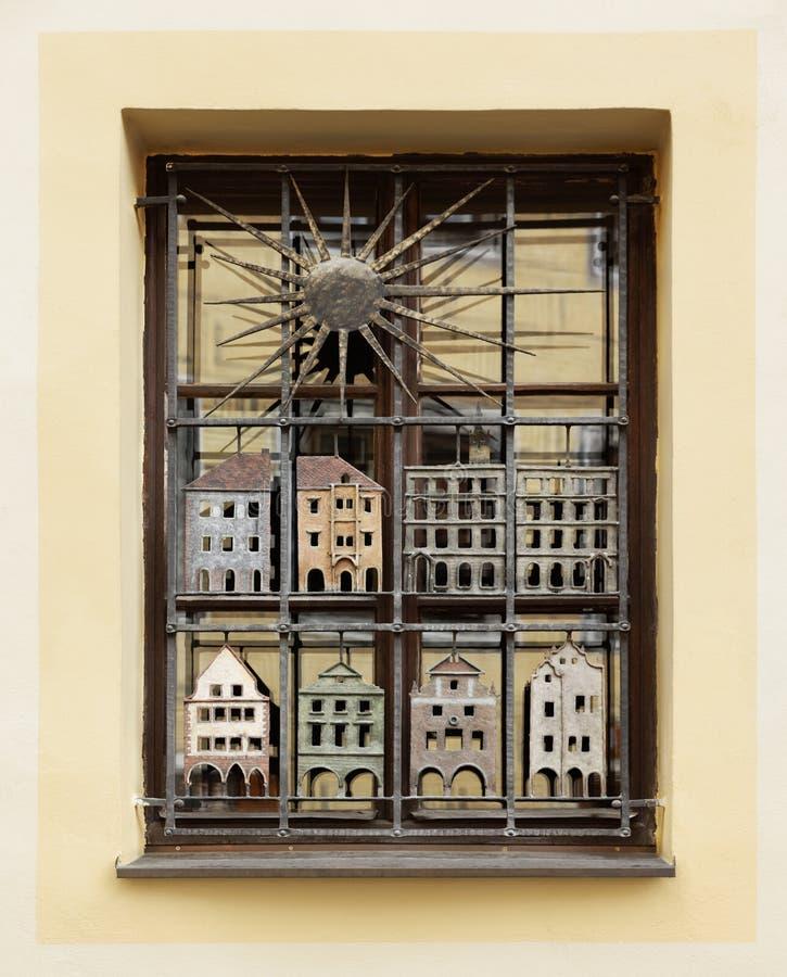 Dekorujący okno w Cesky Kromlov, czech fotografia stock