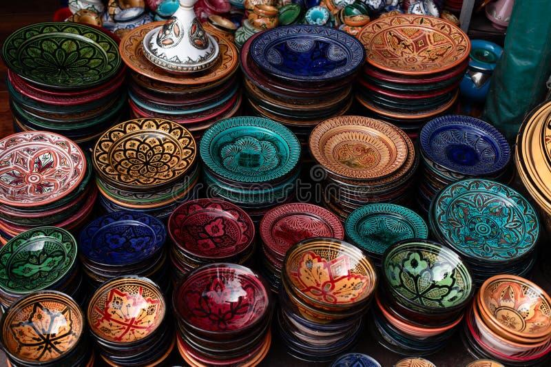 Dekorujący talerze i Morocco tradycyjne pamiątki zdjęcia stock