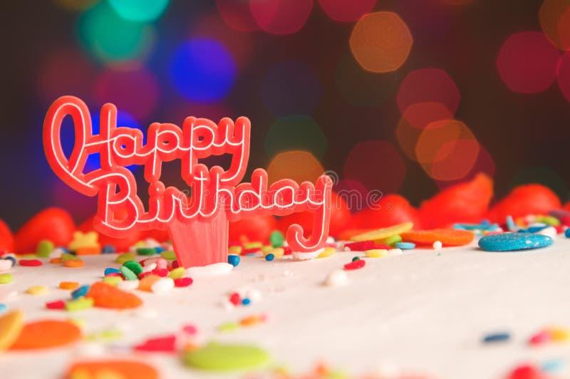 Dekorujący Urodzinowego torta tło obrazy royalty free
