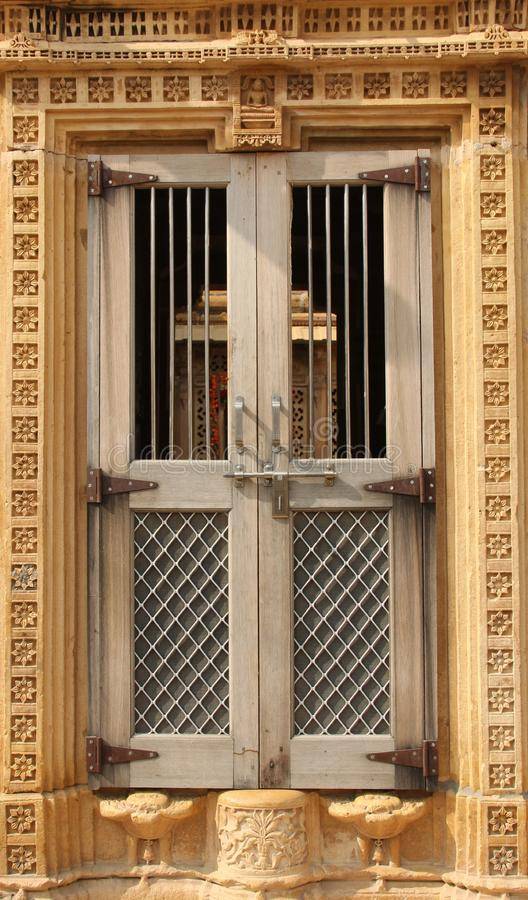 Dekoruj?cy okno w Bikaner zdjęcie stock