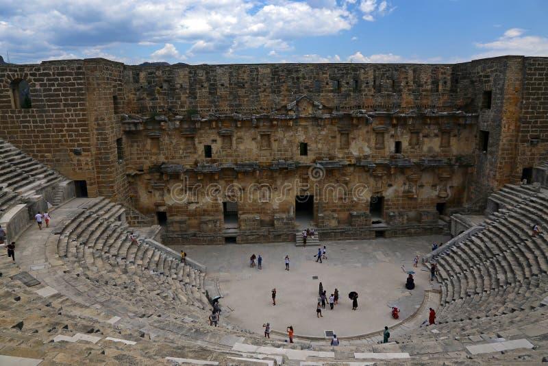 Del av den romerska amfiteatern av Aspendos royaltyfria bilder