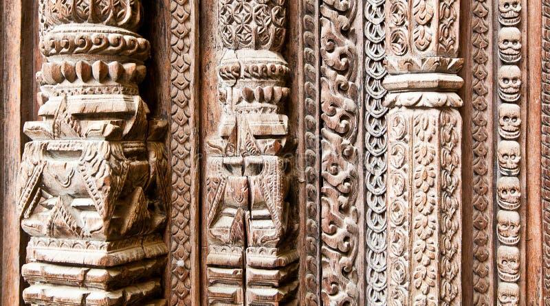 Del av den sned trädörren på Hanuman Dhoka gamla Royal Palace in arkivbilder