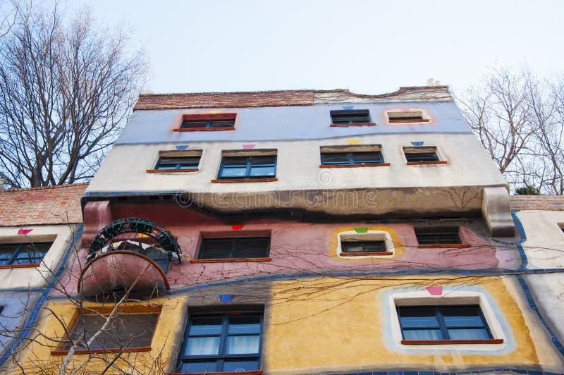 Del av det Hundertwasser huset i Wien arkivfoton