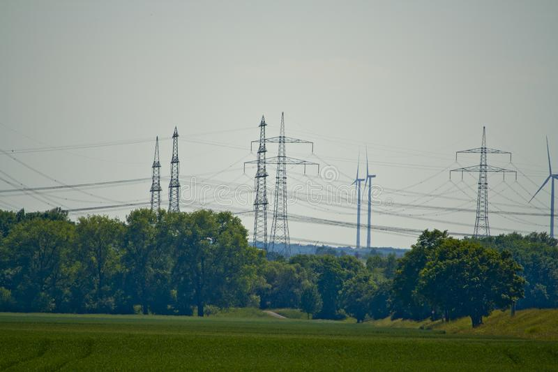 Del av en kraftledning i Bayern, Tyskland fotografering för bildbyråer