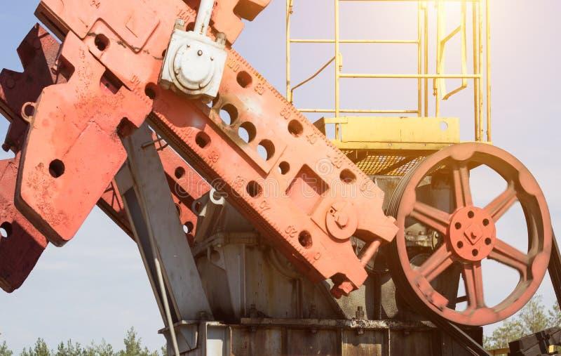 Del av en olje- brunn producera olja, bensin och gas, närbild, utrustning arkivfoto