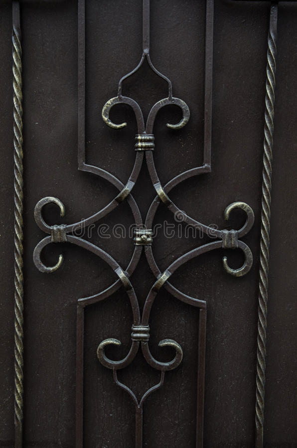 Del av ett metallrasterstaket royaltyfria bilder