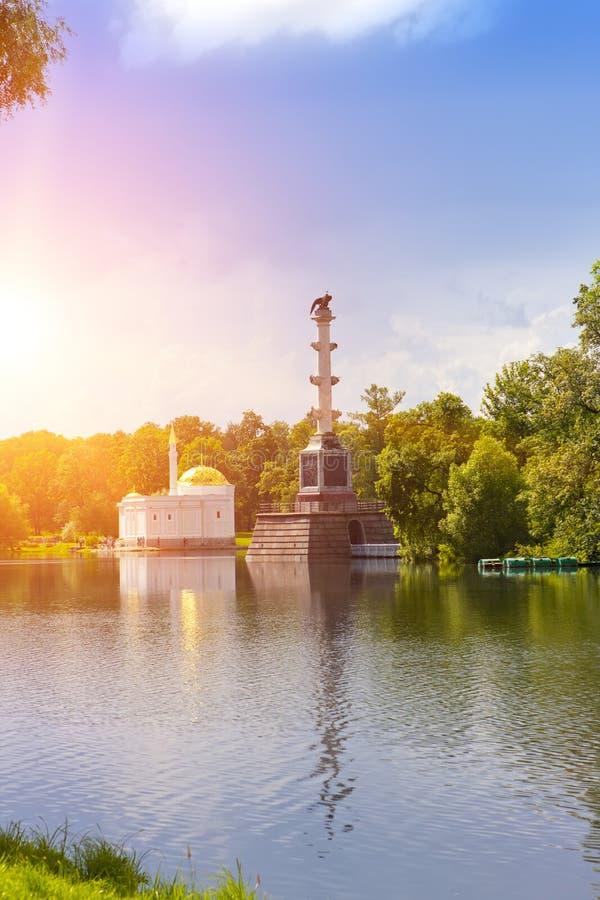 ` Del bagno turco di Chesme del ` della colonna e del padiglione, XVIII secolo Sosta della Catherine Pushkin Tsarskoye Selo peter fotografie stock
