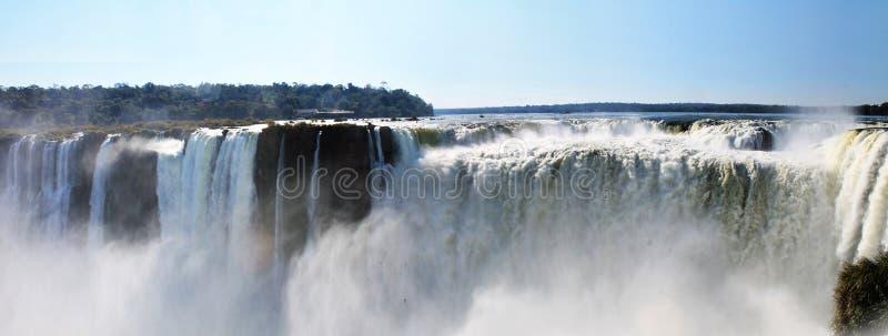 Del Diablo Panoramic Scene - las cataratas del Iguazú, la Argentina de Garganta imagenes de archivo