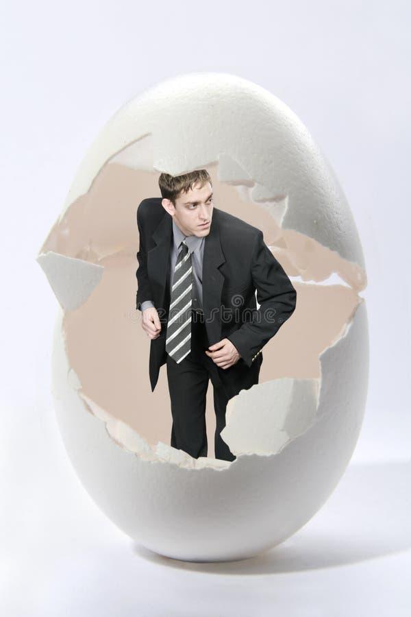 Del hombre de negocios de la mirada huevo grande hacia fuera fotos de archivo libres de regalías
