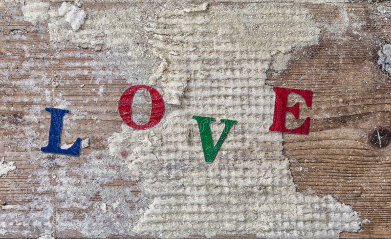 """ del """"LOVE†de la palabra en viejo fondo de madera foto de archivo"""
