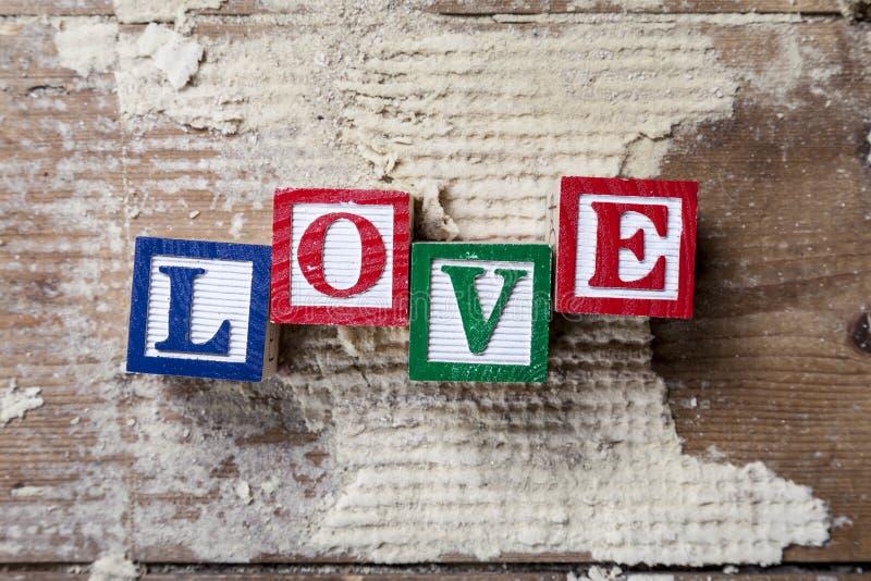 """ del """"LOVE†de la palabra en viejo fondo de madera foto de archivo libre de regalías"""