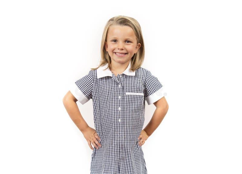 Del niño del pelo rubio de la muchacha 6 a 8 años hermosos y felices jovenes y uniforme escolar que lleva emocionado sonriente de fotos de archivo libres de regalías