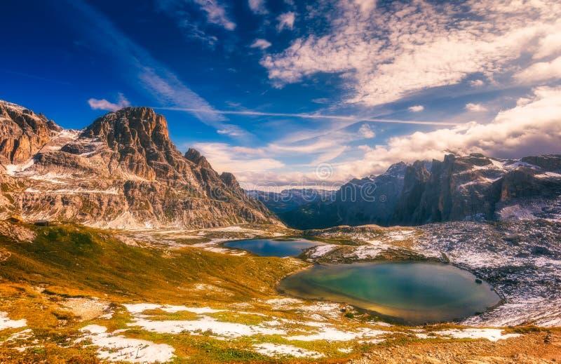 Del Piani sjöar under rifugioen Locatelli Crode Fiscaline, Crod fotografering för bildbyråer