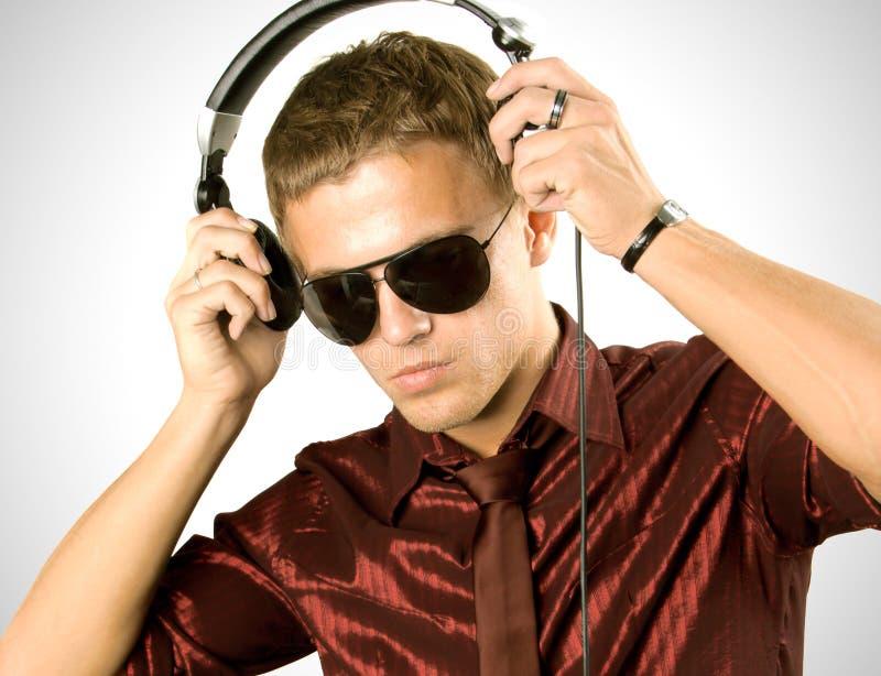 IS-IS del ragazzo che ascolta la musica immagini stock