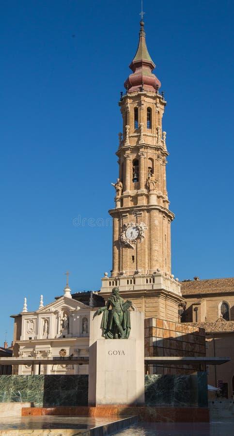 Del Salvador de la catedral con la estatua de Goya fotos de archivo libres de regalías
