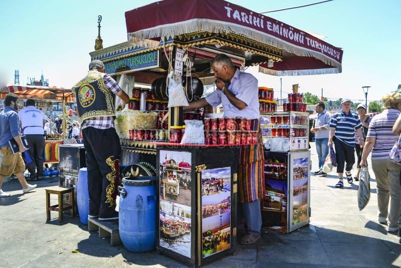 """ del sandwich†de los """"fish del significado del ekmek de Balik una calle turca popular fotos de archivo libres de regalías"""