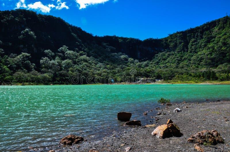 Del vecchio vulcano del cratere lago turquoise ora, Alegria, El Salvador fotografie stock libere da diritti