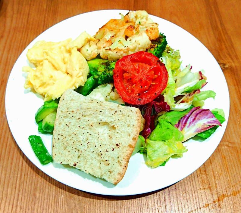 Del vegetariano desayuno todo el día imagen de archivo