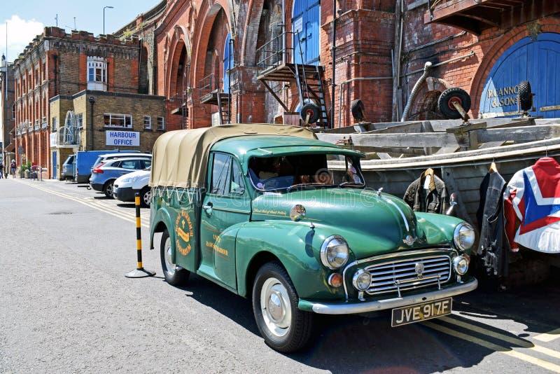 Del vintage de morris del menor del coger furgoneta verde  foto de archivo
