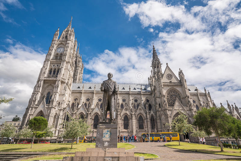 Del Voto Nacional e Quito do centro da basílica foto de stock