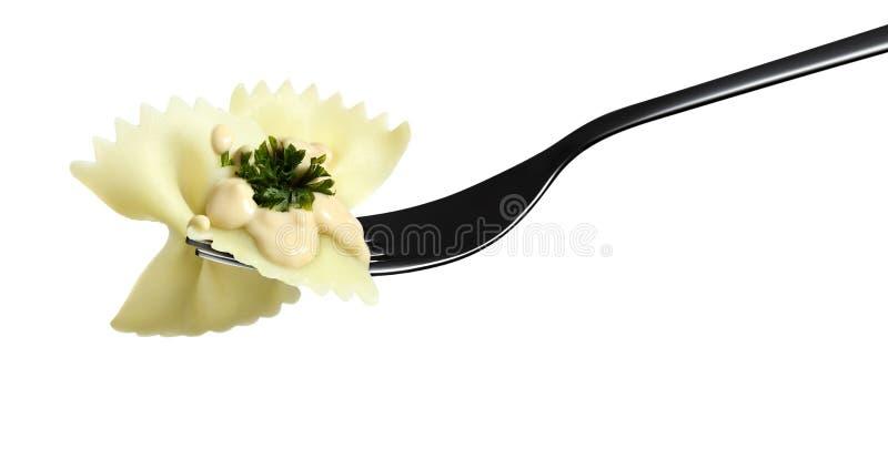 Dela sig räka för sås för pastafarfalle rosa, persilja som isoleras på vit royaltyfri foto