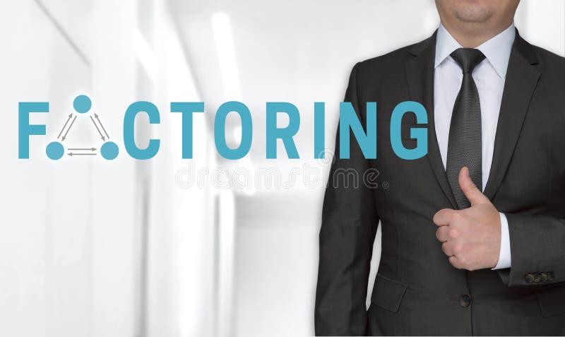 Dela upp i faktorer begrepp och affärsmannen med tummar upp arkivbild