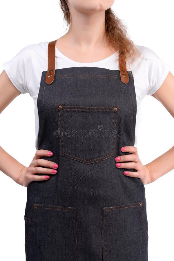 Delantal de presentación, que lleva pelirrojo joven del cocinero o del camarero de la mujer y camiseta aislados en el fondo blanc imagenes de archivo