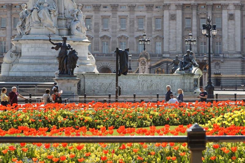 Delante de Buckingham Palace foto de archivo libre de regalías