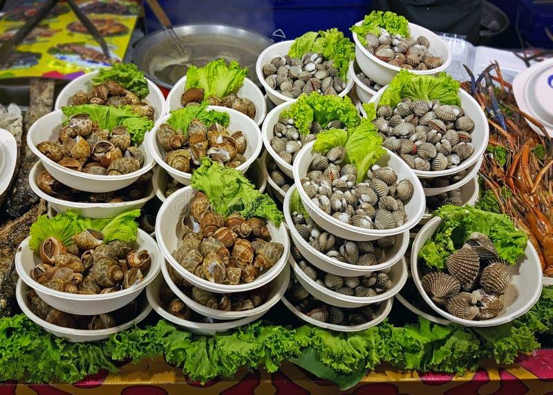 Delar av ätliga snäckskal i huvudstaden av Thailand royaltyfria bilder