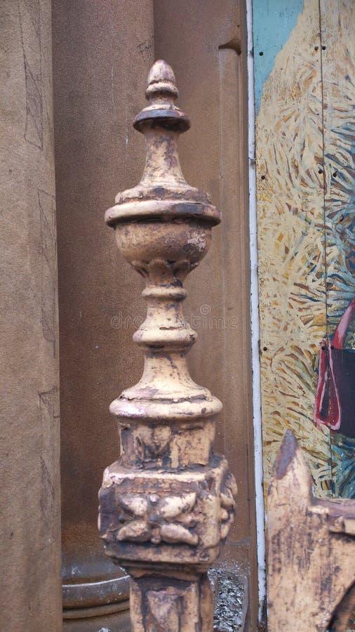 Delar av en gammal port arkivbilder