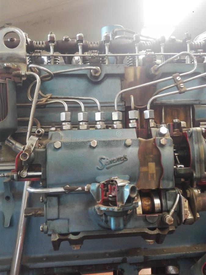 Delar av en motor i seminarium av mekanikern i universitet arkivfoto