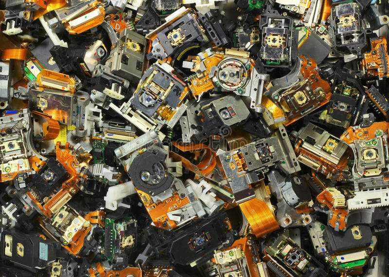 Delar av gamla CD-brännare som bakgrund för industriell avfalls arkivfoto