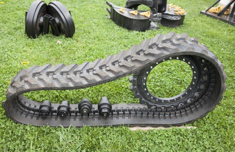 Delar av konstruktion och den åkerbruka maskinen med den rubber crampoen arkivbilder