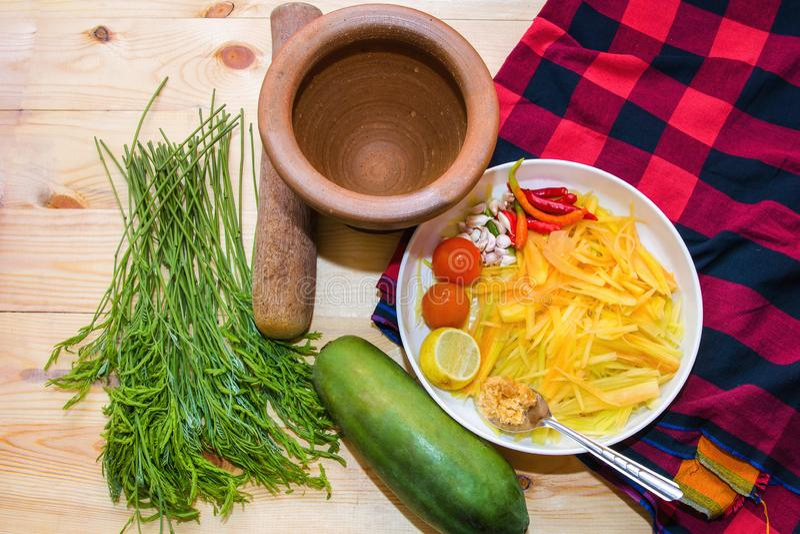 Delar av thailändsk mat för papayasallad fotografering för bildbyråer