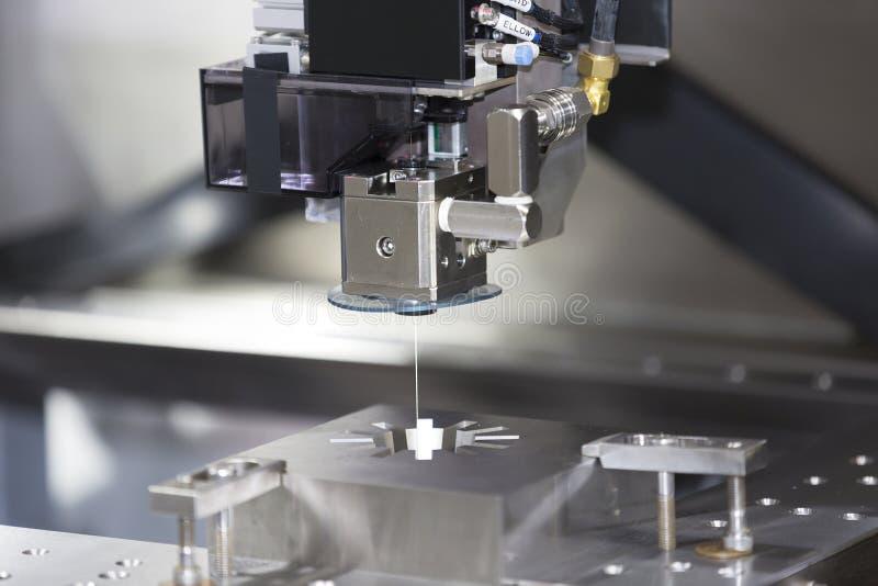 Delar för form för klipp för maskin för CNC-trådsnitt arkivbilder