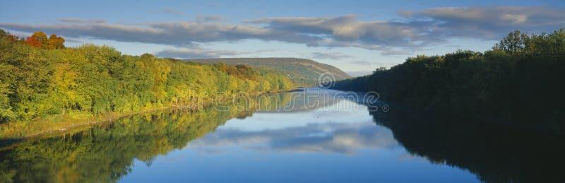 Delaware-Fluss im Herbst lizenzfreies stockbild
