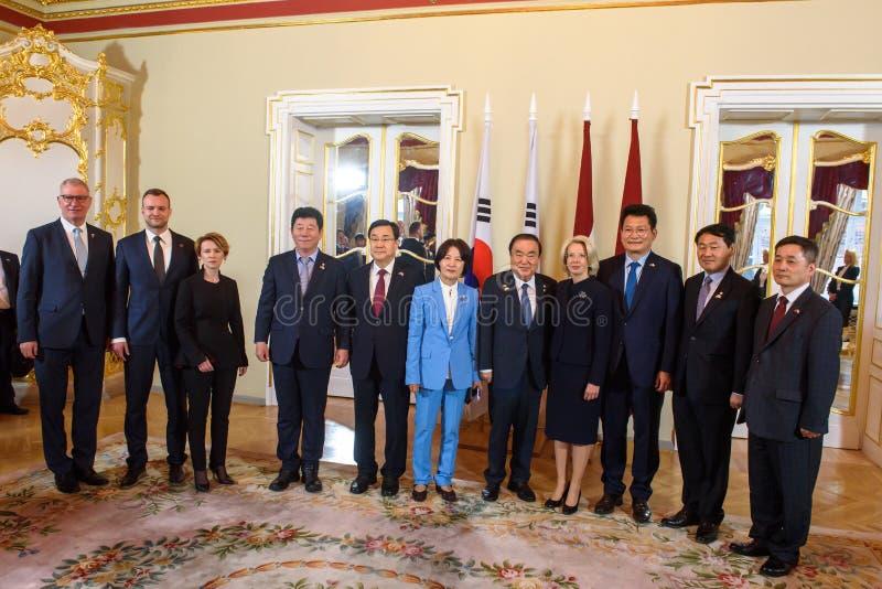 Delegaties van Letland en Korea stock foto