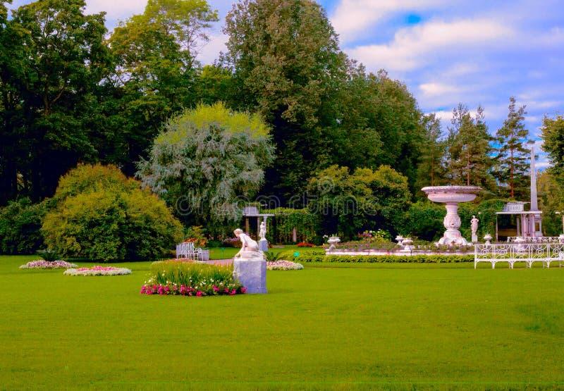 Delen av den Catherine `en s parkerar i Tsarskoye Selo, Pushkin, St Petersburg, Ryssland arkivbild